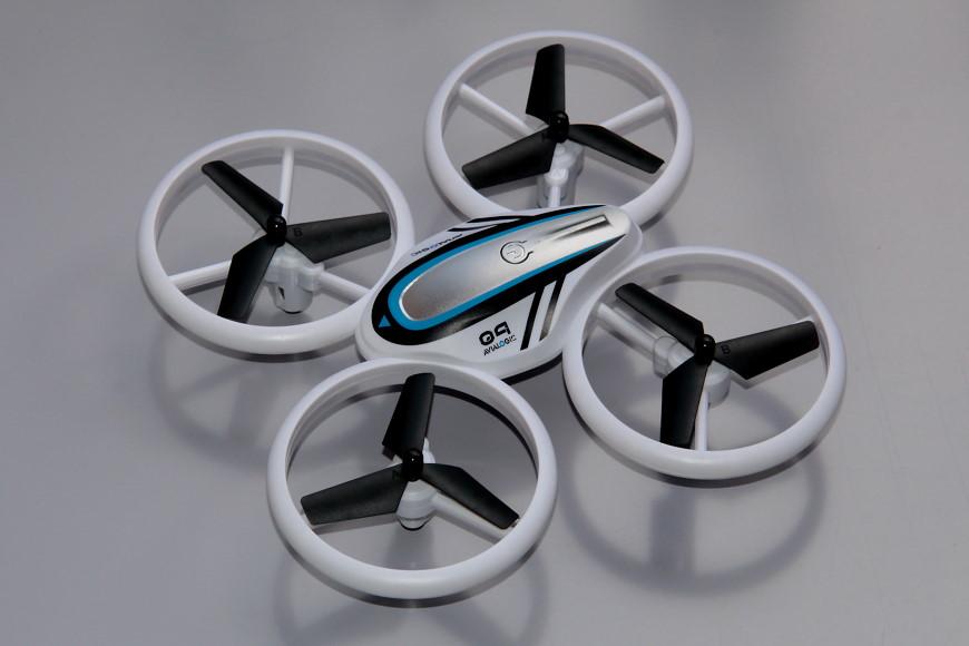 Avialogic Q9 Drone mit LED Beleuchtung (blau & grün) - Ansicht von schräg oben