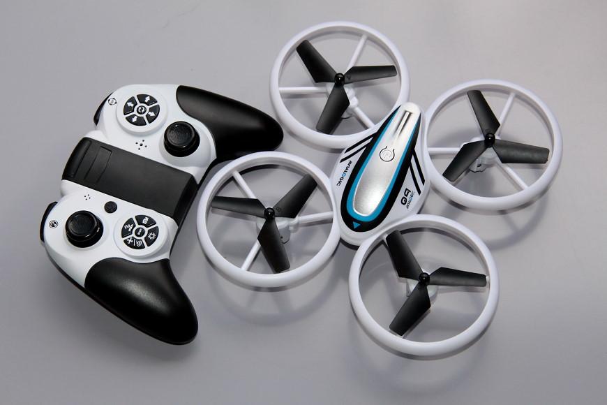 Avialogic Q9 Drone mit LED Beleuchtung (blau & grün) - Q9 zusammen mit dem Controller