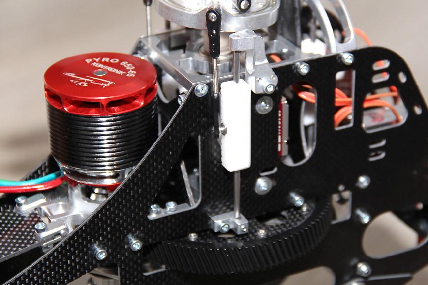 Henseleit TDF - Ritzelwelleneinheit und Motor: Chassis mit montiertem Motor