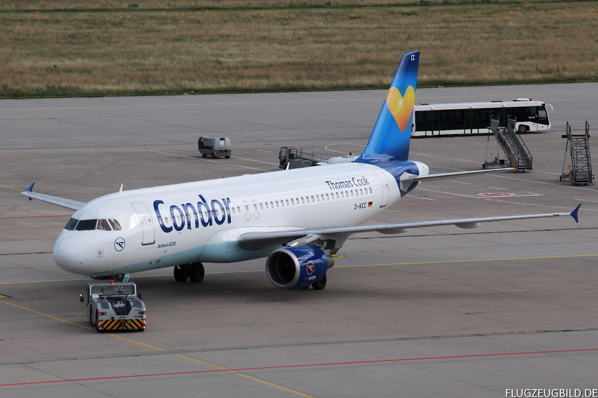 Airport Stuttgart / Airbus A320 Condor beim Pushback // Juli 2017