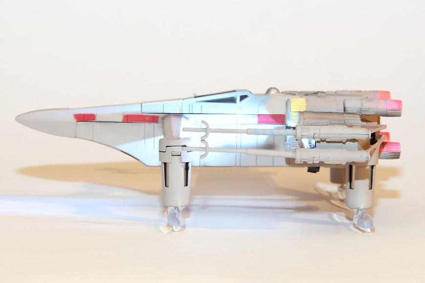 Propel Star Wars T-65 X-Wing Battle Drone / Quadrocopter: Seitenansicht